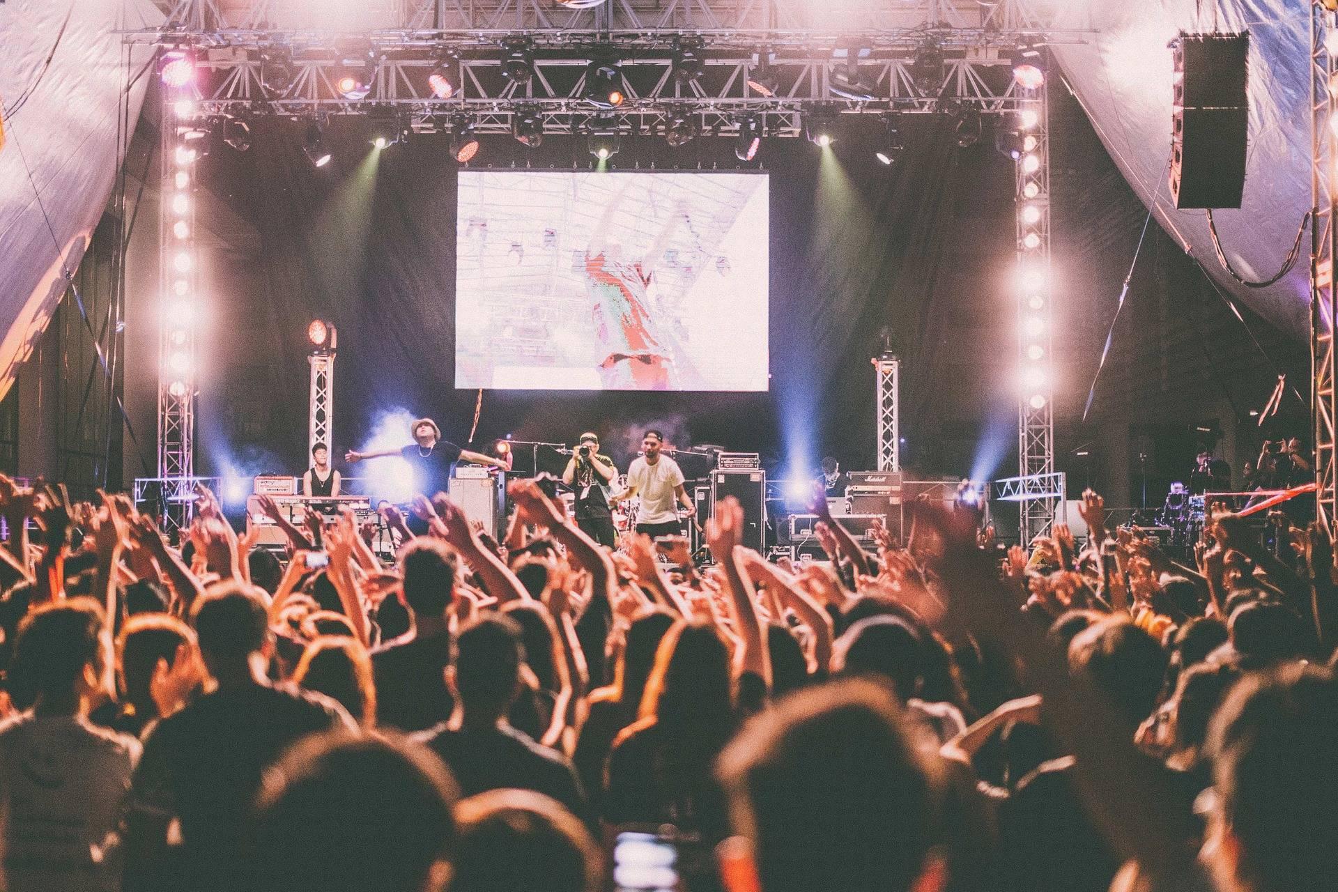 pantallas digitales led gigantes para grupos musicales